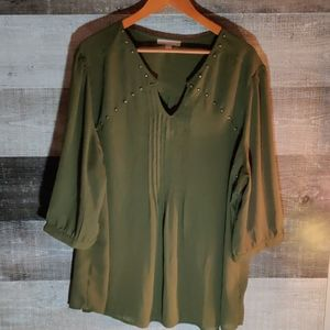 Woman within 4x flowing green tunic